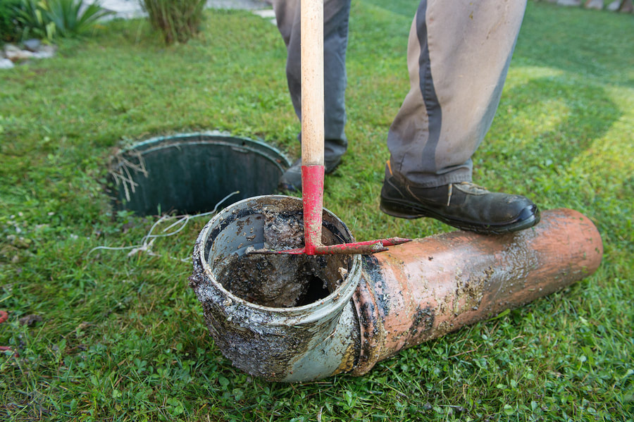 septic system worker doing high velocity water jetting